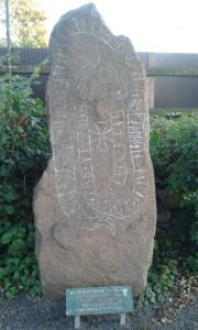 Jeden z czterdziestu kamieni runicznych.