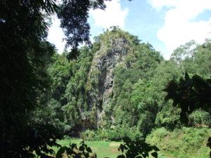 Góra z grobami.